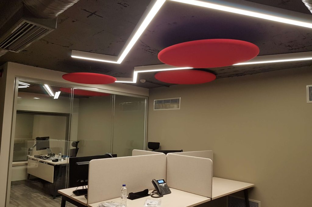 Ακουστική βελτίωση γραφείων - κυκλικά πάνελ οροφής