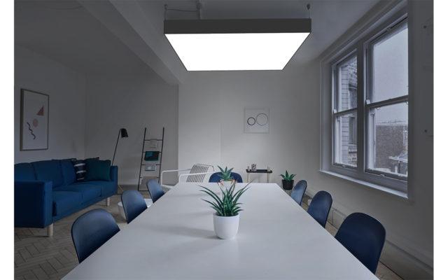 φωτιστικό ηχοαπορροφητικό ηχομονωτικό πάνελ σε γραφείο