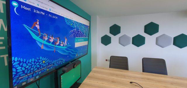 πολυγωνικά ηχοαπορροφητικά πλαίσια επαγγελματικός χώρος σύσκεψης