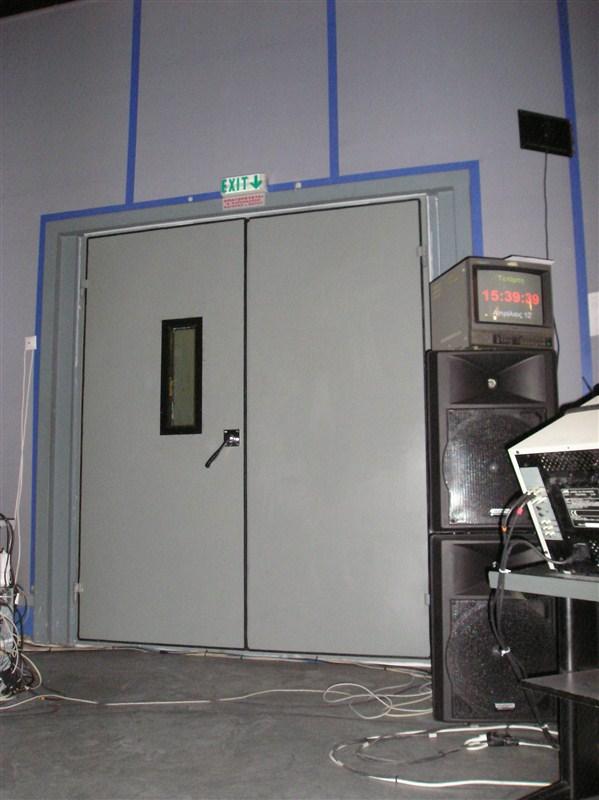 διπλή ηχομονωτική πόρτα