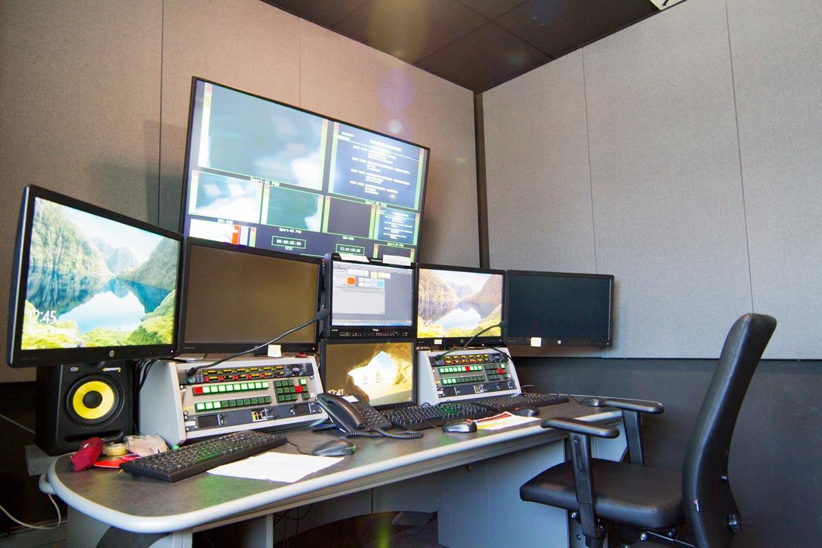 τηλεοπτικό στούντιο με ακουστική