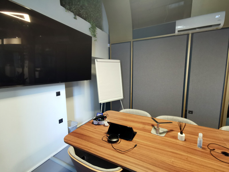 ηχομόνωση σε αίθουσα σύσκεψης
