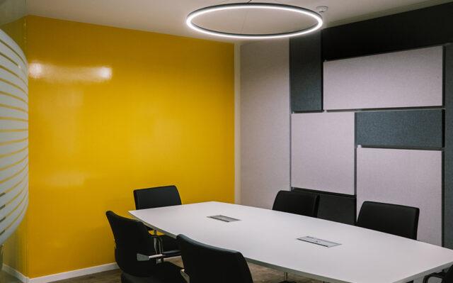 διακόσμηση γραφείου με ακουστικά πάνελ